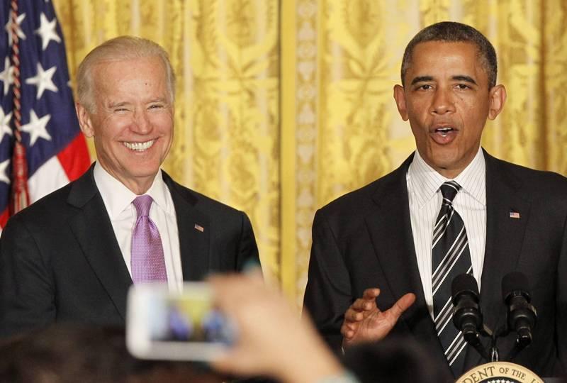 拜登(左)將於美國時間1月20日接任美國總統,就職典禮後他將偕同前總統歐巴馬(右)等人前往阿靈頓國家公墓為戰歿士兵獻上花圈。(歐新社)