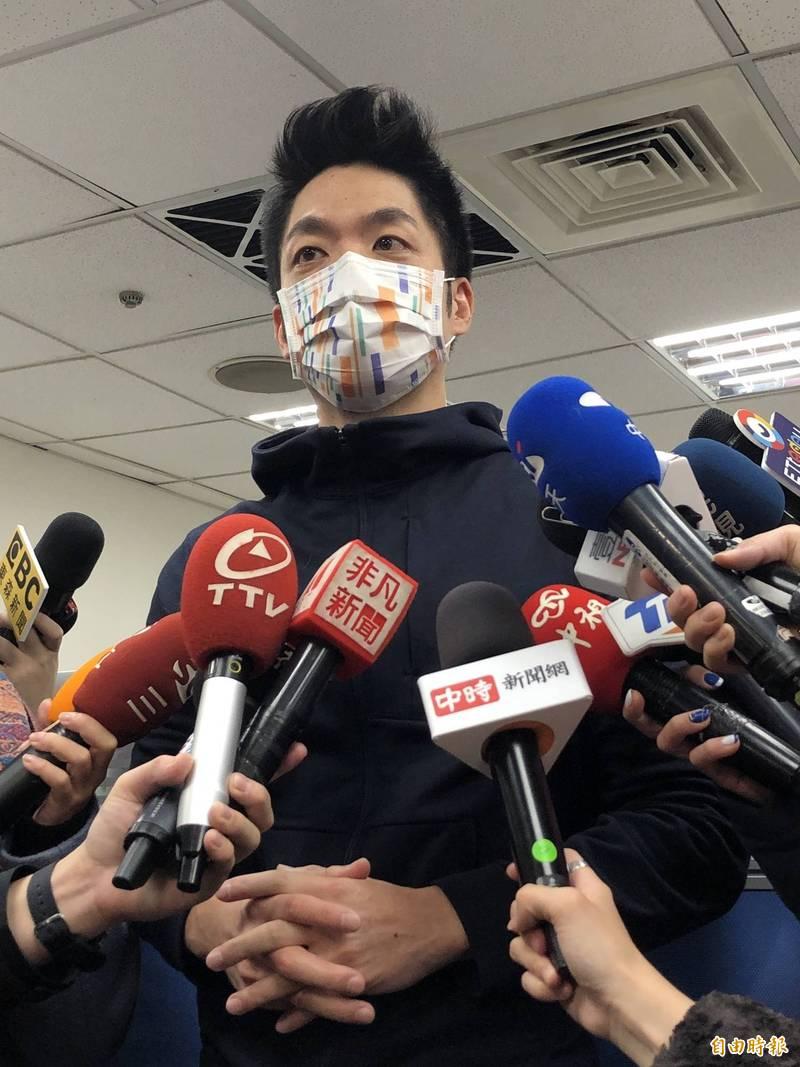國民黨立委蔣萬安受訪表示,提出返還不當財產條例,沒跟父親提過。(記者陳昀攝)