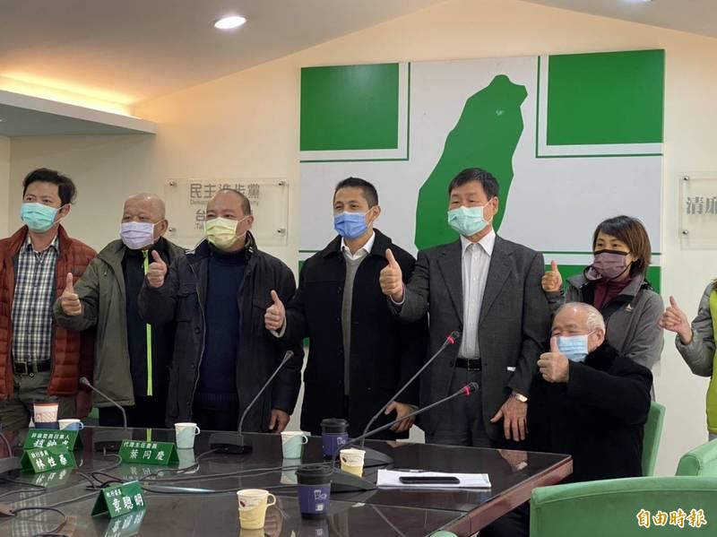 新境界智庫副執行長吳怡農今中午前往民進黨台北市黨部拜會。(記者楊心慧攝)