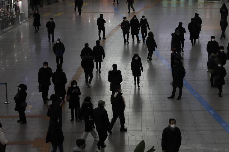 南韓中央防疫對策本部今通報,截至零時較前1天,增加537例、另有25人死亡。(美聯社)