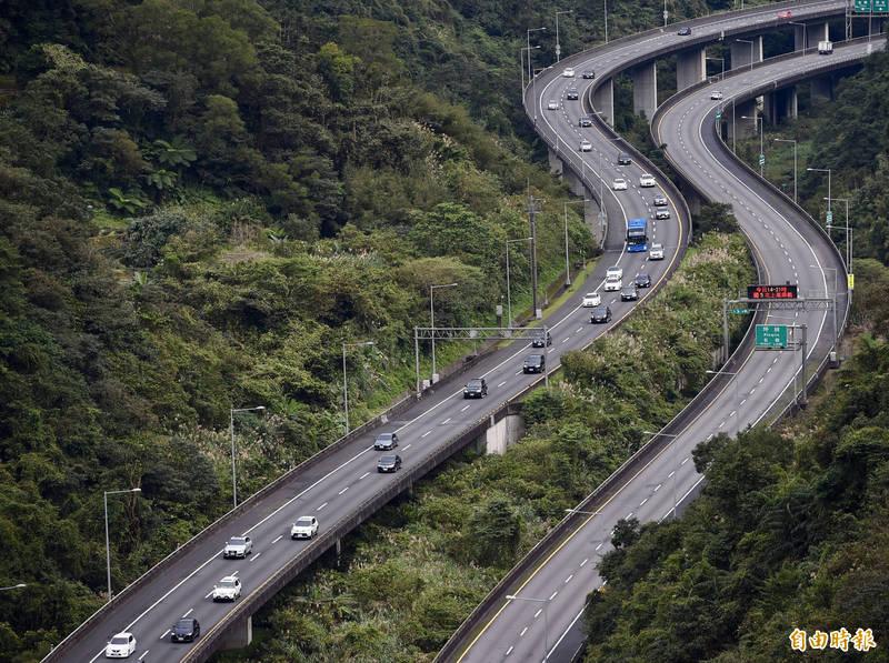 今年春節連續假期國道交通疏運措施,從2月10日小年夜開始每日凌晨0點至上午5點國道全線暫停收費。(資料照)