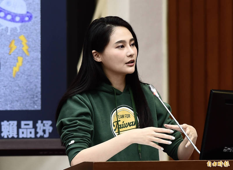 賴品妤(見圖)罕見動怒,直言正是防疫前線的醫護人員盡心盡力在奉獻,甚至不惜暴露在風險中,台灣人才有今天的日常生活。(資料照)