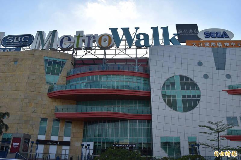 大江購物中心暫停營業一天,粗估損失1千萬元,強調配合政府防疫、不會求償。(記者李容萍攝)