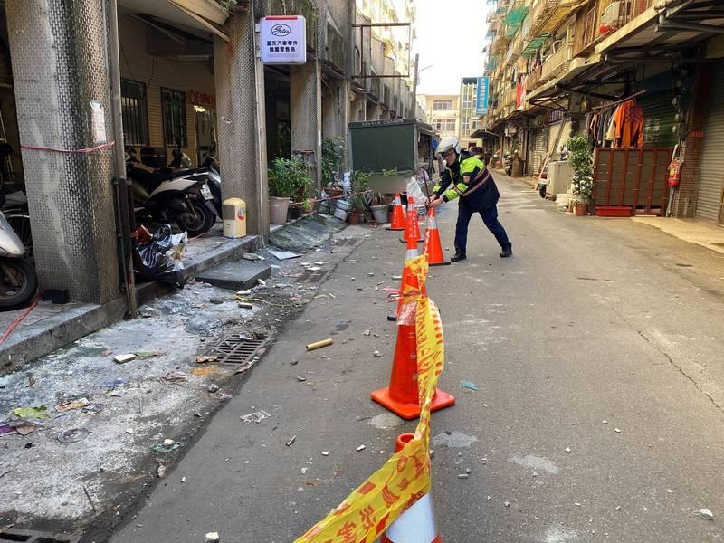 警方趕往現場拉起封鎖線(記者吳昇儒翻攝)