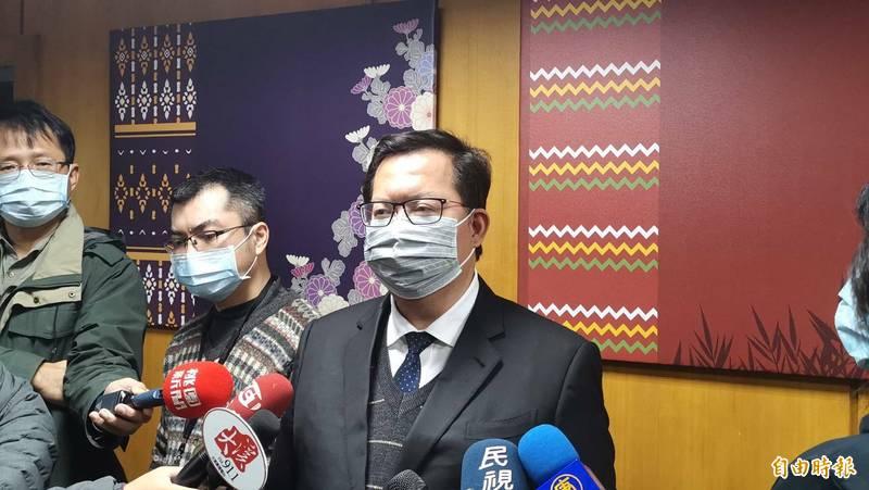 桃園市長鄭文燦受時否認對號入座,並強調事先和陳時中電話討論。(記者謝武雄攝)