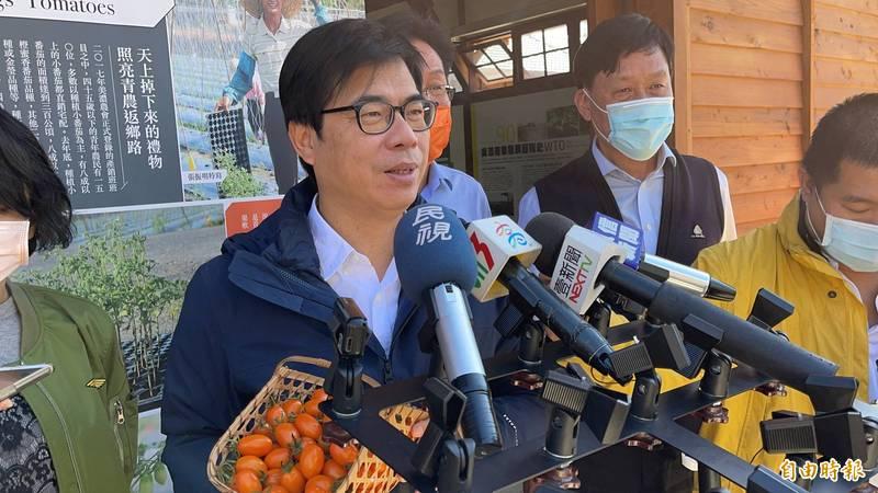 對於國內醫護確診武漢肺炎,高雄市長陳其邁認為不僅應為他們加油打氣,還將加碼高雄醫護人員的防疫津貼。(記者許麗娟攝)