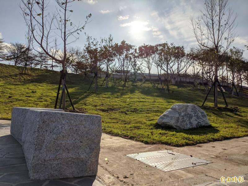 新竹市首座環保自然葬園區完工,將提供4000個穴位,為推廣環保葬,前3年免費,3年後竹市民每個穴位5000元,外縣市民每個1萬元。(記者洪美秀攝)