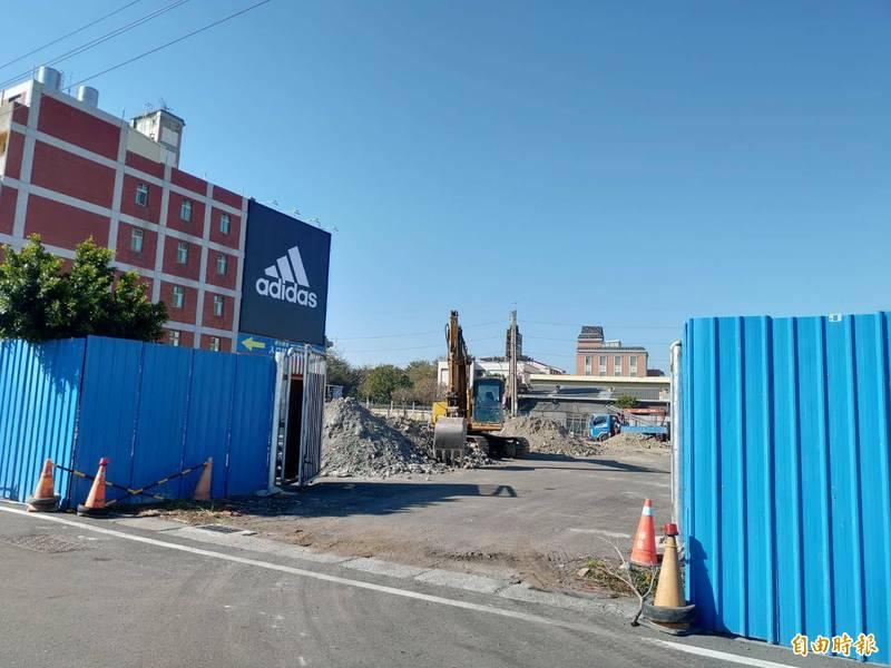 彰化縣福興鄉停8用地位於中正路上,正在興建停車場,也是前瞻建設,預計3月完成委外招商。(記者劉曉欣攝)