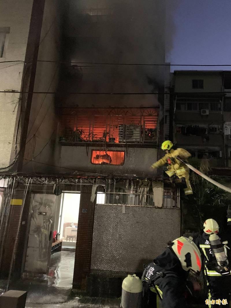 「電視爆炸了!」基隆民宅失火 受困者尋獲送醫急救