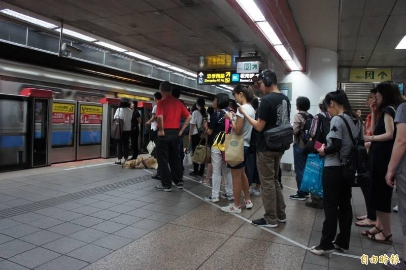 北捷淡水線一度供電異常 民權西路站至劍潭站狀況已排除
