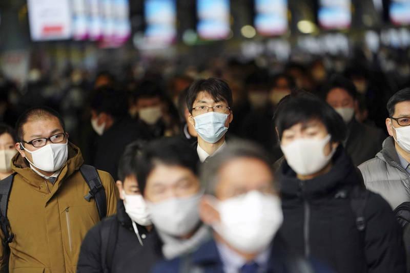 日本政府鑑於疫情擴大,擬全面停止外國人入境,包含台灣、中國在內的11國商務人士往來也將喊停。(美聯社檔案照)