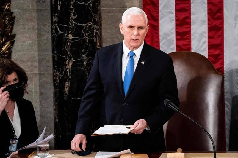 美國副總統彭斯12日致信眾議院議長裴洛西,表示不會援引憲法第25修正案撤除川普職務。(法新社)