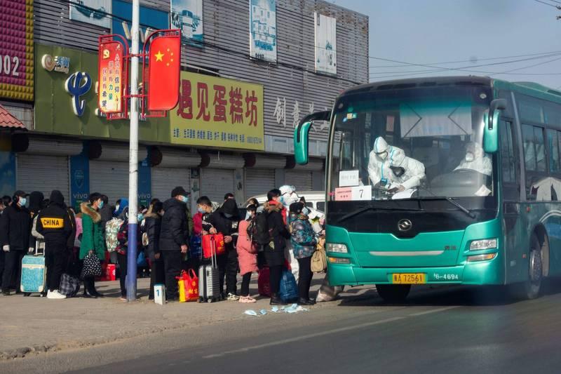 中國疫情再爆發,重災區「藁城區」被集中送往「異地隔離」。(法新社)