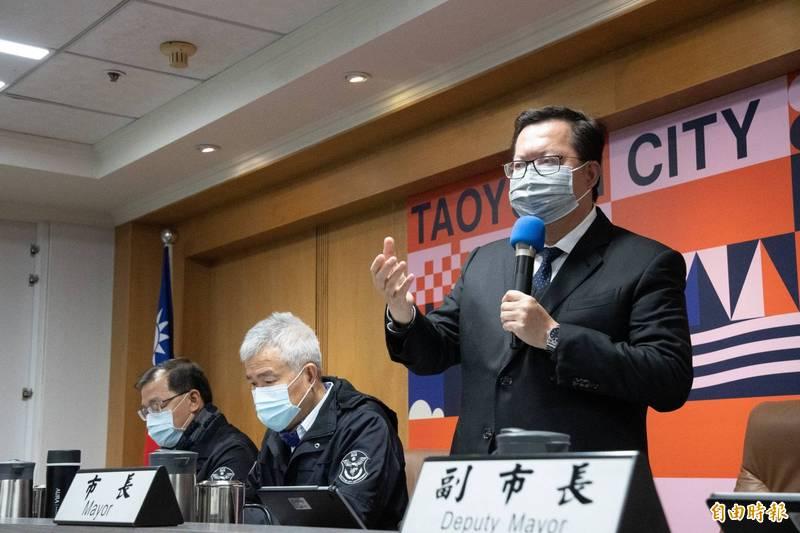 桃園市長鄭文燦今天上午強調,確診的案838醫師染疫前足跡沒有大江購物中心,但案839護理師去過。(記者謝武雄攝)
