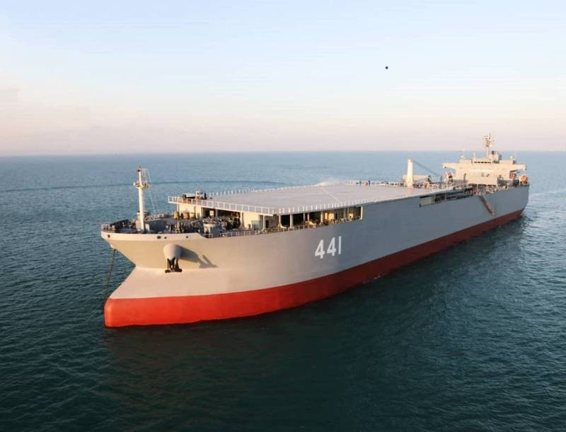 伊朗海軍飛彈演習 展示最大自製軍艦