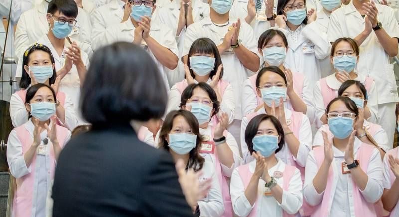 楊志良喊開除染疫醫師 總統蔡英文:不需講風涼話