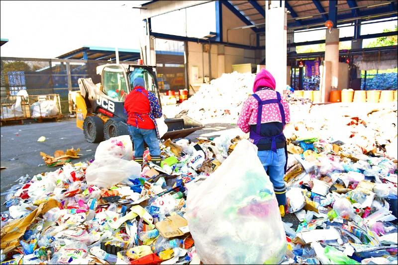 花蓮市公所清潔隊資源回收量增加。(花蓮市公所提供)
