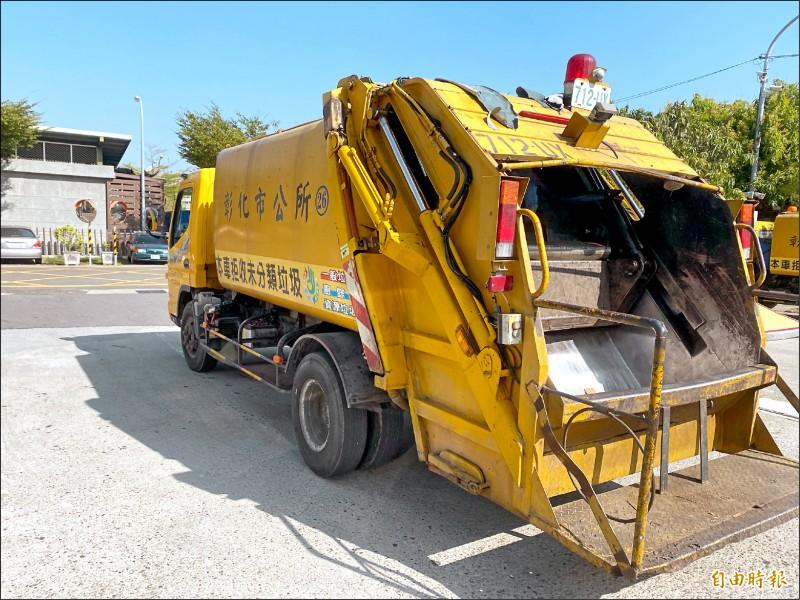 即日起至2月10日是彰縣「環境清潔週」,各地清潔隊在活動期間協助清運巨大廢棄家具,民眾若有需求,可與所在地清潔隊聯絡。 (記者張聰秋攝)