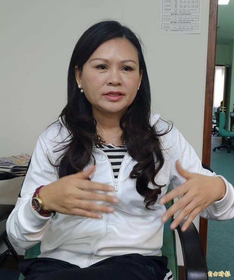 台南市議員林燕祝表示,方仰寧一路受盡侮辱委屈,她要為他加油打氣。(記者蔡文居攝)