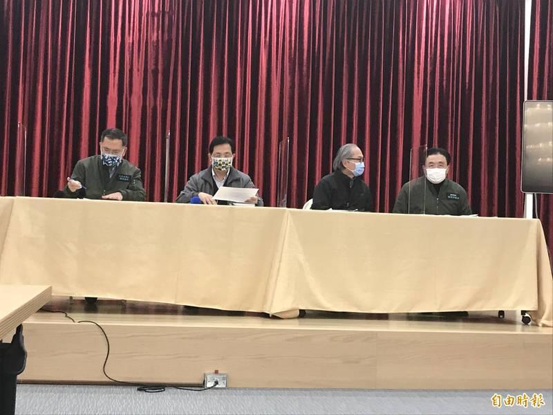 台北市副市長蔡炳坤與北水處今天下午召開記者會,說明部分用戶自來水水質偏黃一事。(記者蔡思培攝)