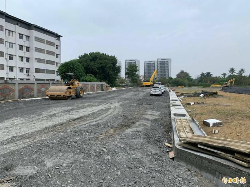 台南仁德二空新村(A區)都市更新案公共設施用地開闢,預計3月完成。(台南市都發局提供)
