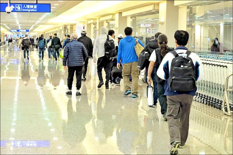 國內驗出第一例南非武漢肺炎變種病毒,央流行疫情指揮中心昨宣布,自十四日零時起,14天內有南非、史瓦帝尼旅遊史(含轉機)旅客,入境都要集中檢疫。(中央社)