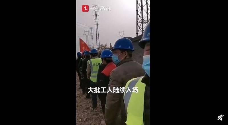 石家莊緊急趕製3000套隔離病房,嚇壞眾多中國網友,紛紛表示,「看這架勢,感覺越來越嚴重了,跟武漢初發時一樣」。(圖擷取自微博)