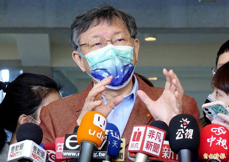 前衛生署長楊志良日前質疑染疫醫師未落實防疫SOP,若他是院長就會開除染疫醫師,引起各界批評,台北市長柯文哲認為,罵完以後還是要給予鼓勵。(記者朱沛雄攝)