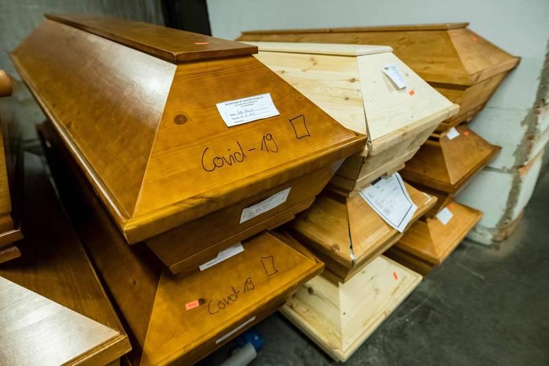 武漢肺炎肆虐,德國薩克森州(Saxony)的邁森市(Meißen)火葬場的棺材堆了三層高,疫情相當嚴峻(法新社)