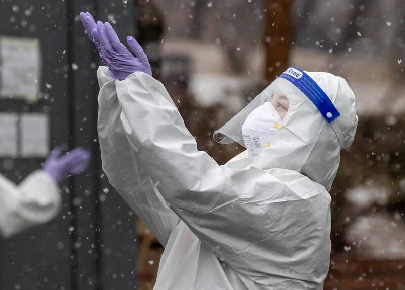 南韓境內武漢肺炎(新型冠狀病毒病,COVID-19)疫情第3波大流行高峰據報已過,近日態勢逐漸趨穩,但變數猶存。示意圖。(路透)
