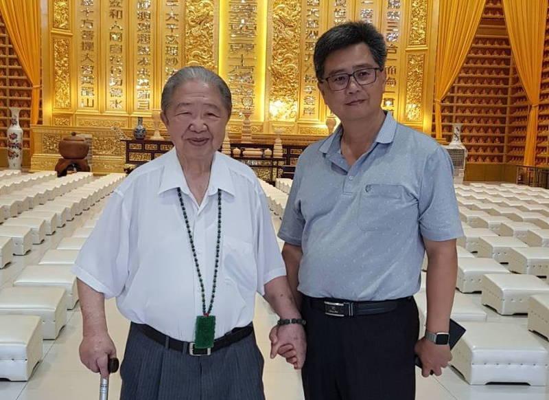 台中民主前輩范政祐(左)和兒子范淞育(右)父子情深,<b><a href=
