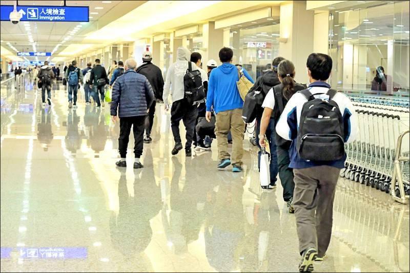 國內驗出第一例南非武漢肺炎變種病毒,央流行疫情指揮中心昨宣布,自14日零時起,14天內有南非、史瓦帝尼旅遊史(含轉機)旅客,入境都要集中檢疫。(中央社)