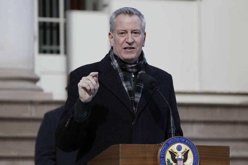 美國紐約市長白思豪(見圖)週三宣布,紐約市府將中止與川普集團的業務合約。(歐新社)