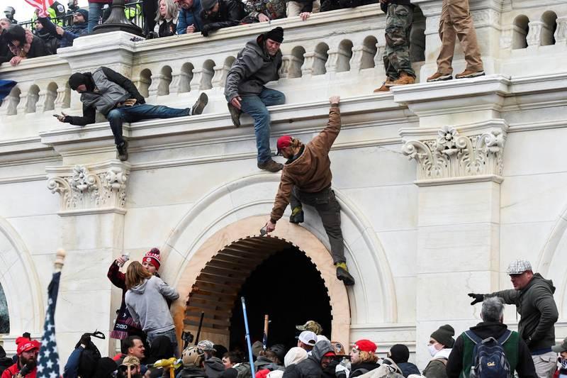 美國總統川普發布最新影片,出面譴責國會暴動,強調攻入國會的都不是「真川粉」。(路透)