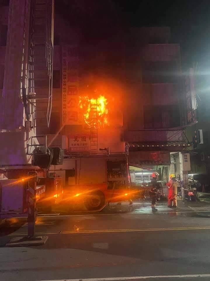鳳山火警造成3死1傷。(記者陳文嬋翻攝)