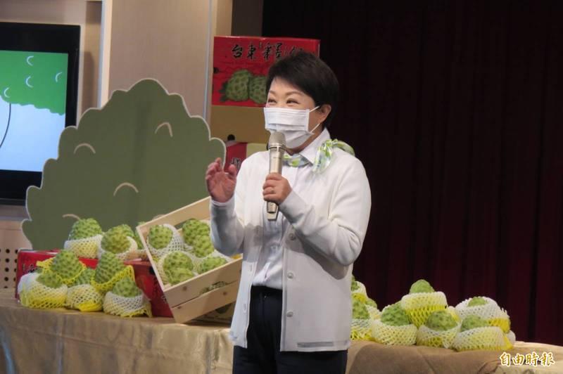 疫情挑戰嚴峻,台中市長盧秀燕指出,年貨大街取消試吃,未來持續配合中央防疫規定。(記者蘇孟娟攝)
