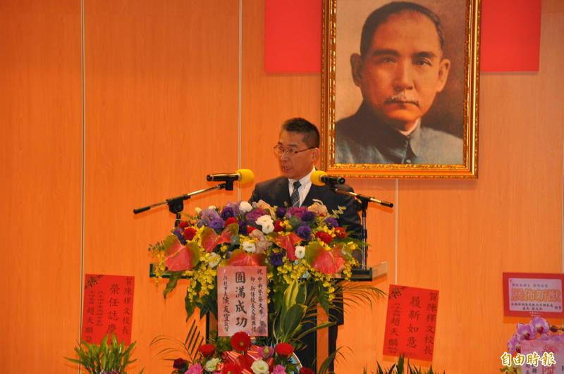 內政部長徐國勇盼新任台南市政府警察局長的方仰寧能維持好台南市治安。(記者周敏鴻攝)