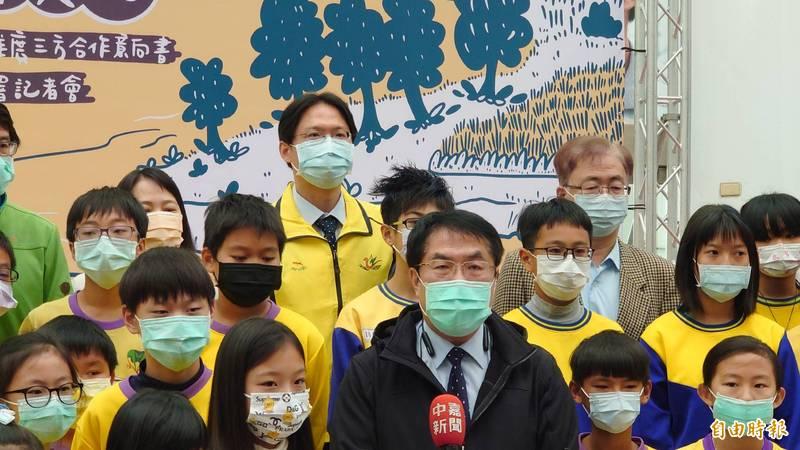 對於台南小內閣異動,台南市長黃偉哲今天受訪表示,外界揣測。(記者洪瑞琴攝)