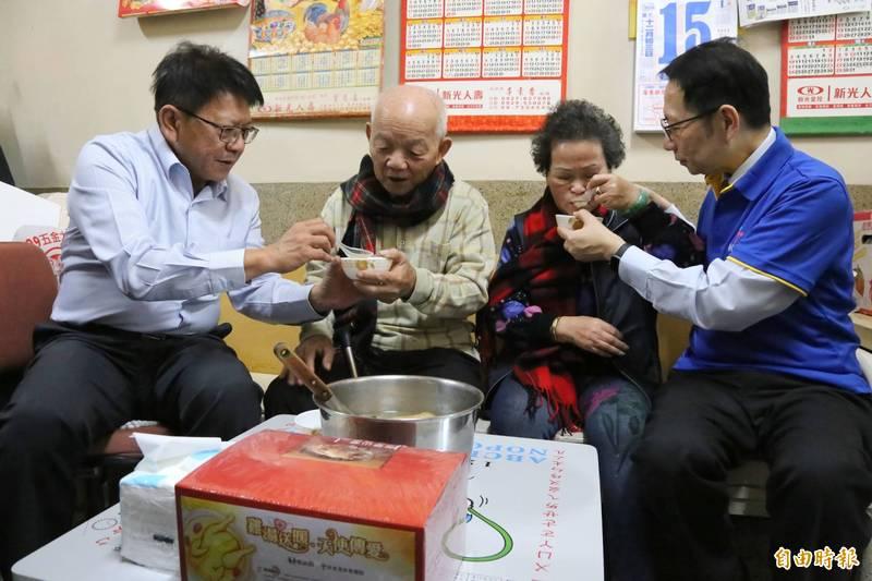 屏縣百里送雞湯,即日起預計在5天內完成全縣3332戶雞湯配送。(記者邱芷柔攝)