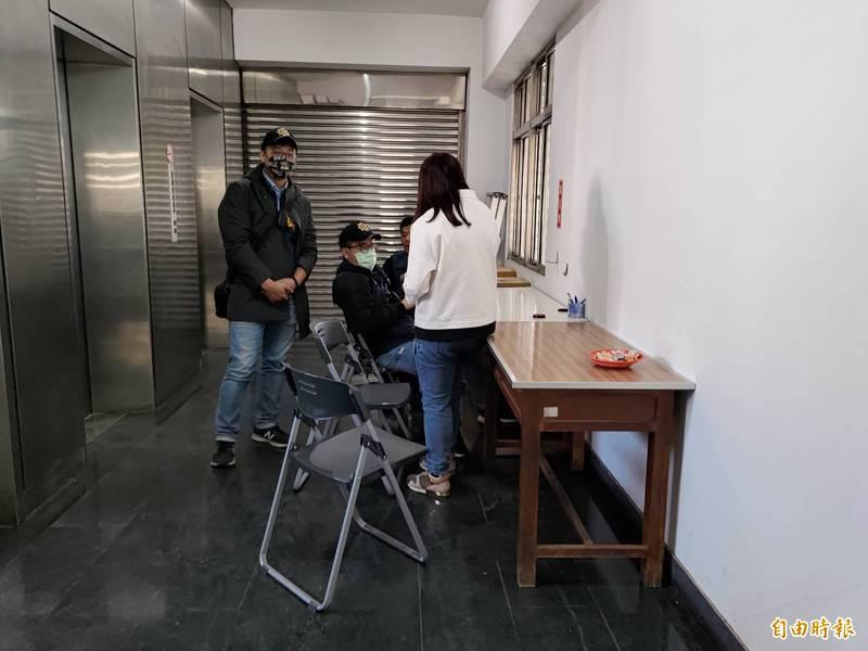 新港鄉農會代表選舉正進行登記。(記者王善嬿攝)