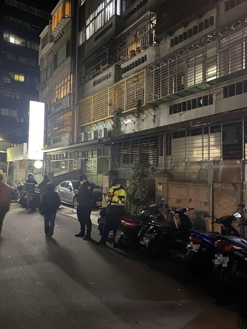 台北市天母忠誠路二段發生一家三口死亡的人倫悲劇。(記者劉慶侯攝)