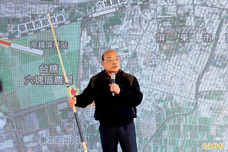 Premier Su Tseng-chang speaks about plans to set up a science park in Pingtung County at a news conference in the county on Sunday. Photo: Chiu Chih-jou, Taipei Times