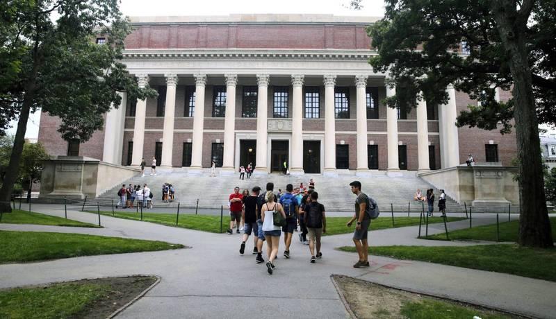 美國哈佛大學學生日前發出請願連署,呼籲撤銷3位政治人物的學位,理由是他們支持川普選舉舞弊的說法,進而煽動國會暴力。(美聯社)