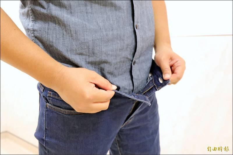 中國一名男子因為包皮太長去割包皮,沒想到術後卻發現生殖器長度縮水,就算勃起也只剩4公分,讓他崩潰直呼已經嚴重影響到他的生活。示意圖。(資料照)