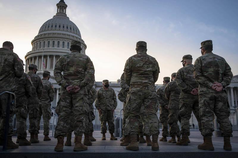 美國五角大廈14日宣布,將針對美國軍方內部的極端主義展開調查。圖為美國國民兵示意圖。(彭博)