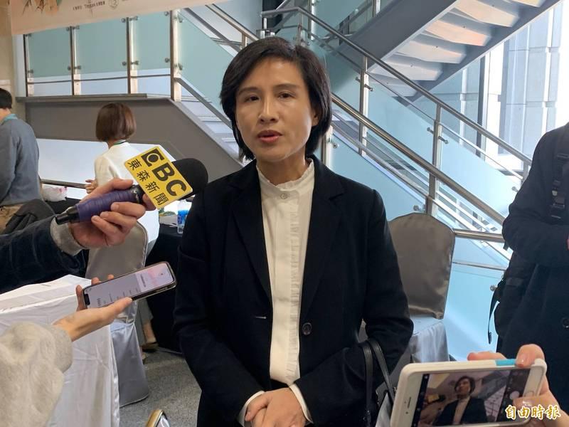 前文化部長鄭麗君今表示,盼吳怡農參選民進黨台北市黨部主委,能鼓舞更多年輕人參與公共事務。(記者吳書緯攝)
