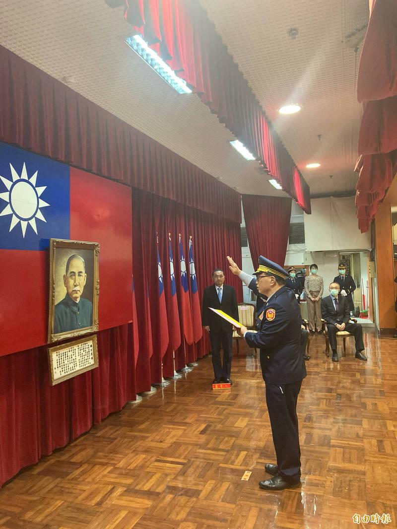 新任新北市政府警察局長黃宗仁宣示上任。(記者闕敬倫攝)