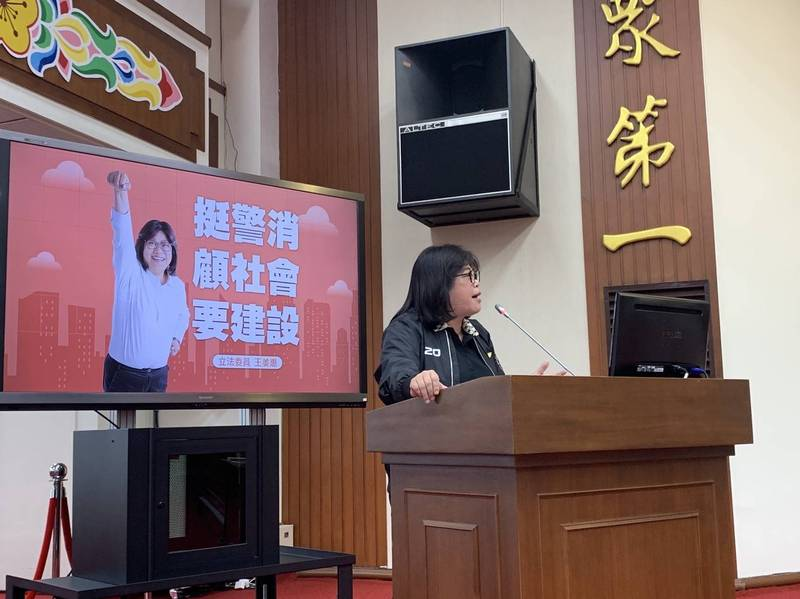 立委王美惠在立院質詢,向中央積極爭取嘉市警、消廳舍建設經費納入前瞻計畫補助。(記者丁偉杰翻攝)
