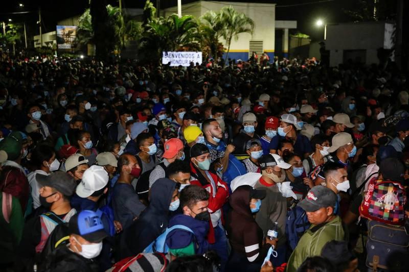瓜地馬拉移民署發言人梅納估算,近日約有6500名宏都拉斯移民持續北漂,其中3000至3500人已經踏入瓜地馬拉領土。(路透)