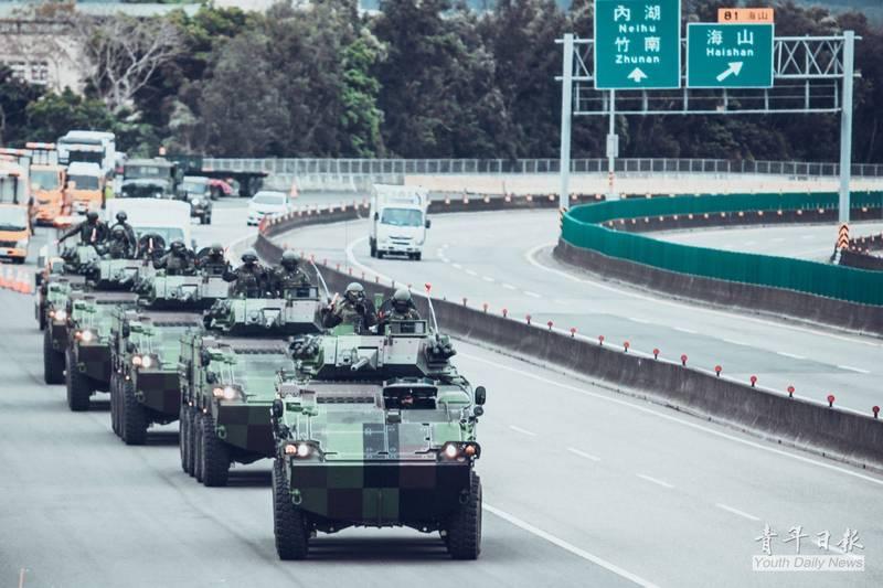 陸軍584旅官兵日前接回一批CM34 30機砲裝步戰鬥車,車隊自南投的兵整中心出發,返回新竹駐地。(圖:擷取自青年日報臉書專頁)
